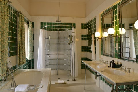 Victoria falls hotel zimbabwe timbuktu travel for Bathroom designs zimbabwe