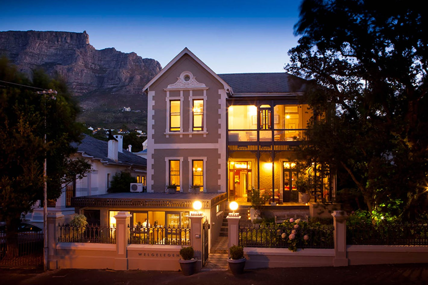 Welgelegen is a stylish guest house on the slopes of Table Mountain in the  heart of